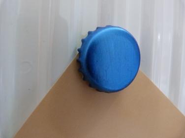 bottle-top magnet